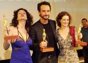 Gilda ao lado de Rodrigo Santoro e Denise Fraga, no Festival de Brasília