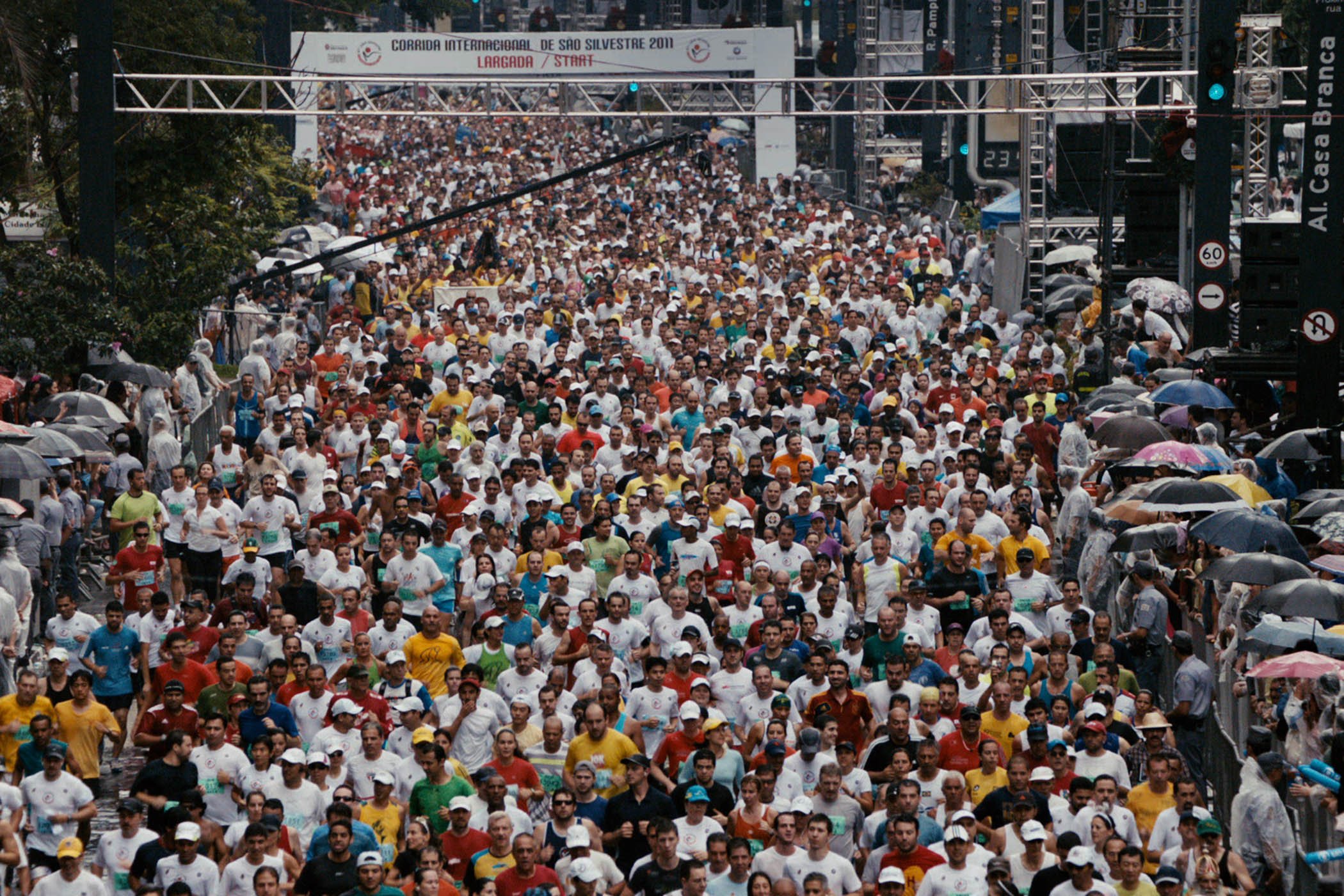 Largada da São Silvestre. O novo documentário da professora Lina Chamie conta a história do corredor comum.