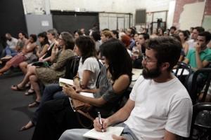 Publico atento durante a palestra.