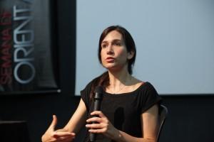 """""""Jogos de Cena, que em minha opinião é o ápice da obra de Coutinho, é seu filme solar, que ilumina todos os outros"""", comenta Ilana Feldman."""