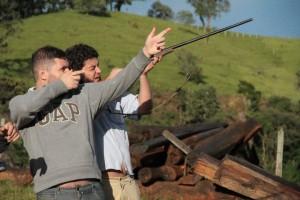 """Com o diretor e amigo Cristiano Burlan em locação do filme """"Sinfonia de Um Homem Só""""."""