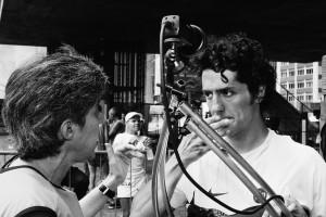 """A cineasta Lina Chamie e o ator Fernando Alves Pinto em gravação do documentário """"São Silvestre"""" / foto: Edu Tarran"""