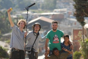 Equipe e atores no intervalo das gravações do curta.