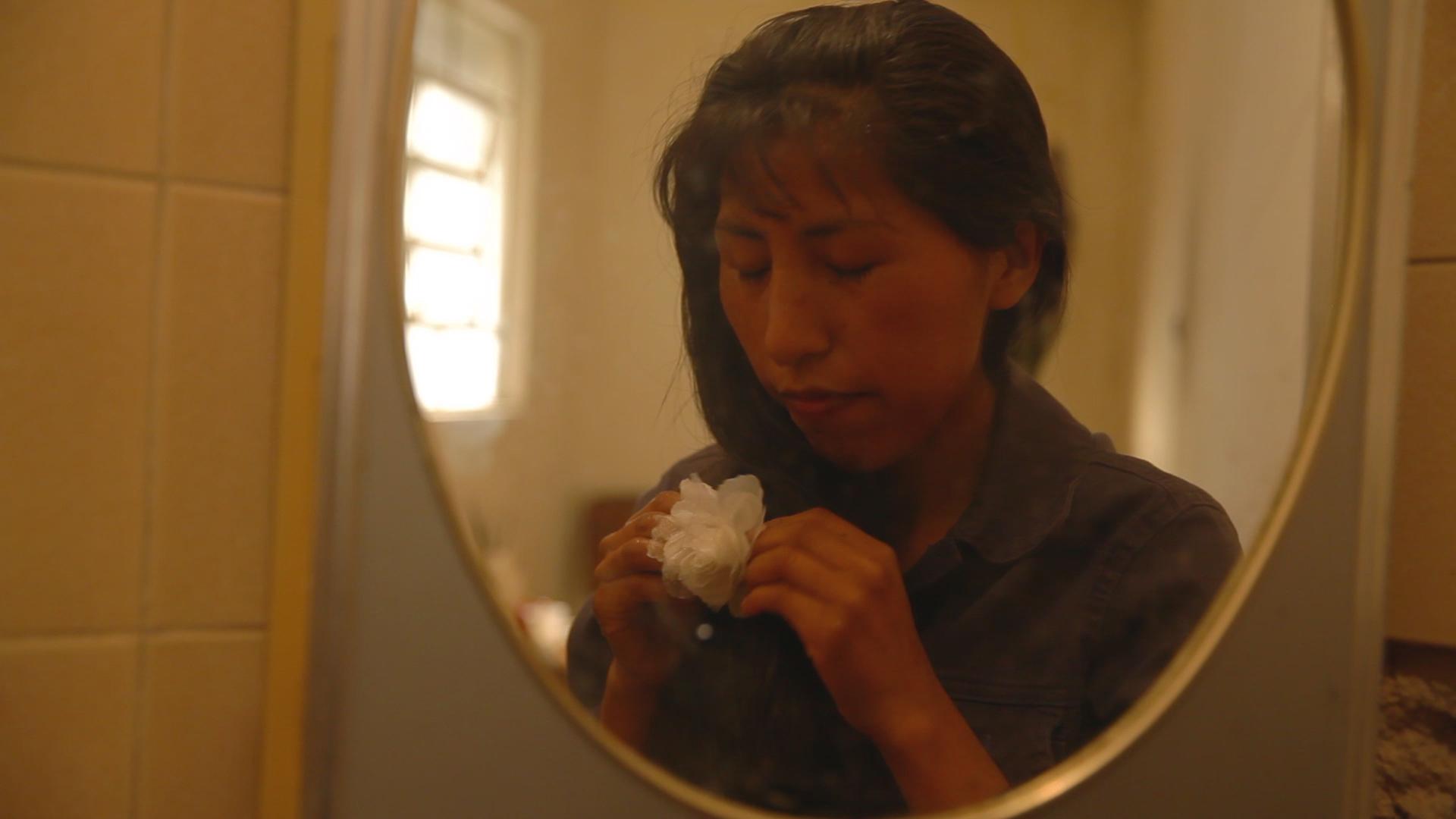 Cena com Veronica Sumi que interpreta Rosa.