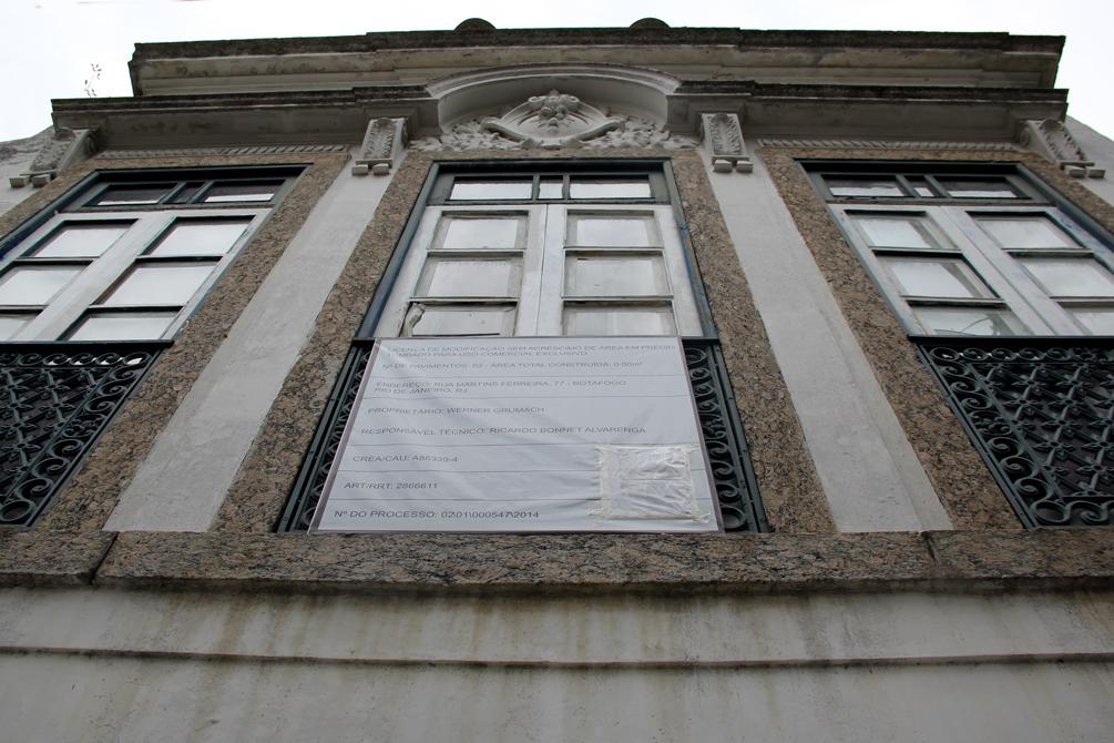 Fachada da casa (ainda sem pintura), construída em 1939, tombada historicamente, pelo estado do Rio de Janeiro.