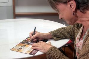 Brigitte, assinado o DVD de Mouling Rouge, na AIC RIO.