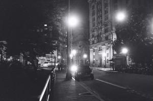 """Fotografia, tirada nos intervalos entre as cenas do longa """"Sinfonia de um homem só"""", conduzem o enredo de """"Cidade Vazia""""."""
