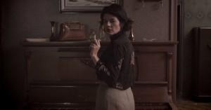 A atriz Gilda Nomacce em cena.