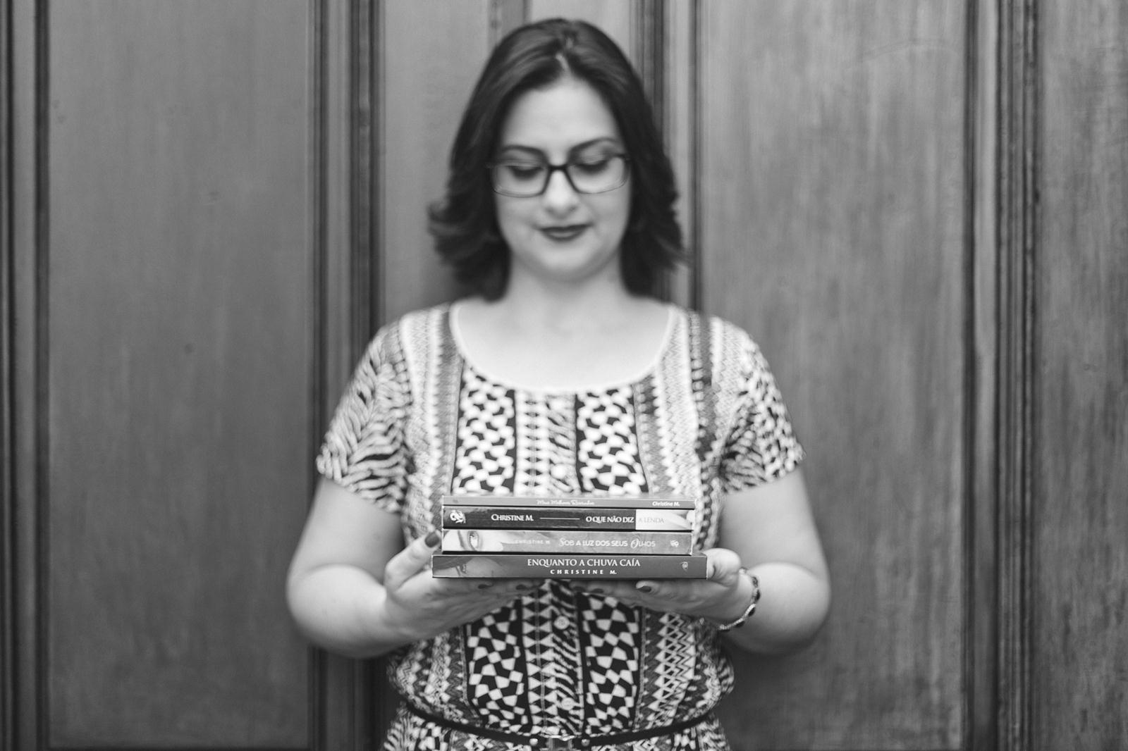 Ex-aluna Chis Melo publica dois romances pela Editora Rocco