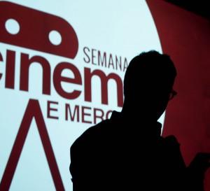 """Sempre me pergunta qual a tendência? Eu sempre respondo: repetir fórmulas. Basicamente o que eu vejo hoje na TV é uma repetição"""", diz Zico em palestra na Semana de Cinema e Mercado da AIC."""