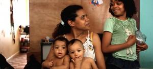 Ocupação Hotel Cambridge, dirigido por Andrea Mendonça, retrata o funcionamento do movimento de moradia sem teto do Centro da cidade de São Paulo, Frente de Luta Por Moradia (FLM) por meio do cotidiano dos moradores da Ocupação