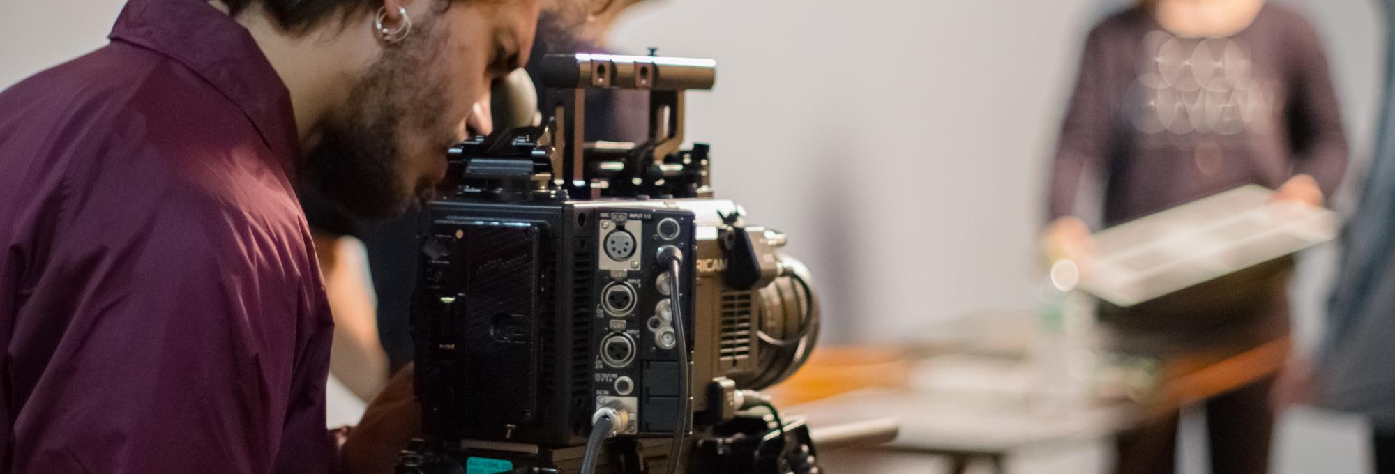 Entenda como funciona a direção de fotografia e o que faz um diretor