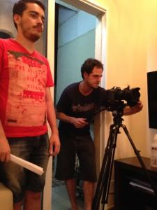 O diretor Guilherme Andrade e o diretor de fotografia Paulo Fischer, durante as gravações do curta.