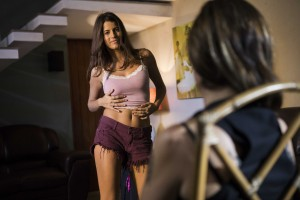 Atriz Maria Bopp em cena da série Me Chama de Bruna