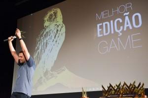"""T. S. Marques, recebendo prêmio de Melhor Montagem. O filme """"Game"""" também recebeu o prêmio de Júri Popular"""