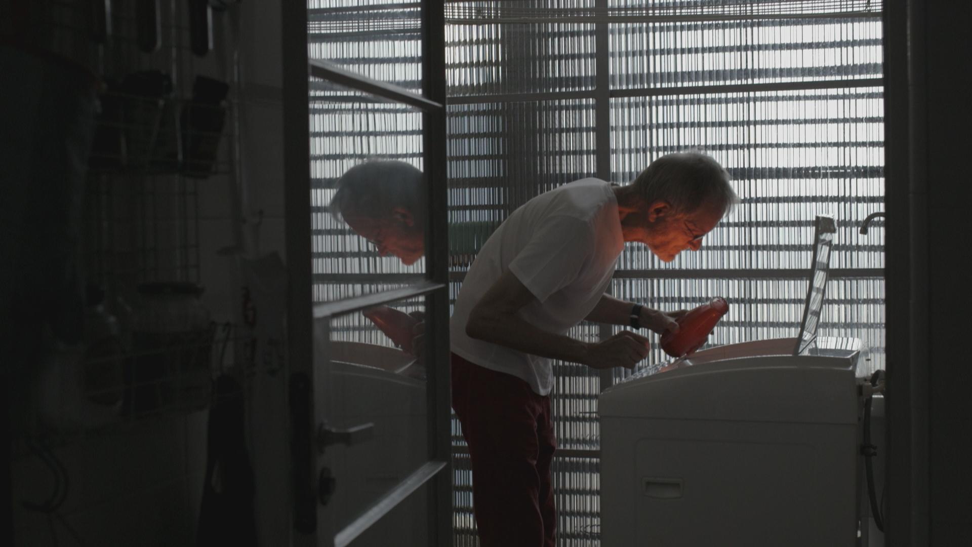 """""""A destruição de Bernardet"""", filme que conta com a produção e roteiro do professor Kiko Goifmam, estreia dia 30 nos cinemas"""