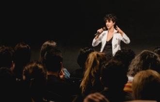 Atriz Camila Márdila abre a 14ª edição da Semana de Orientação em São Paulo