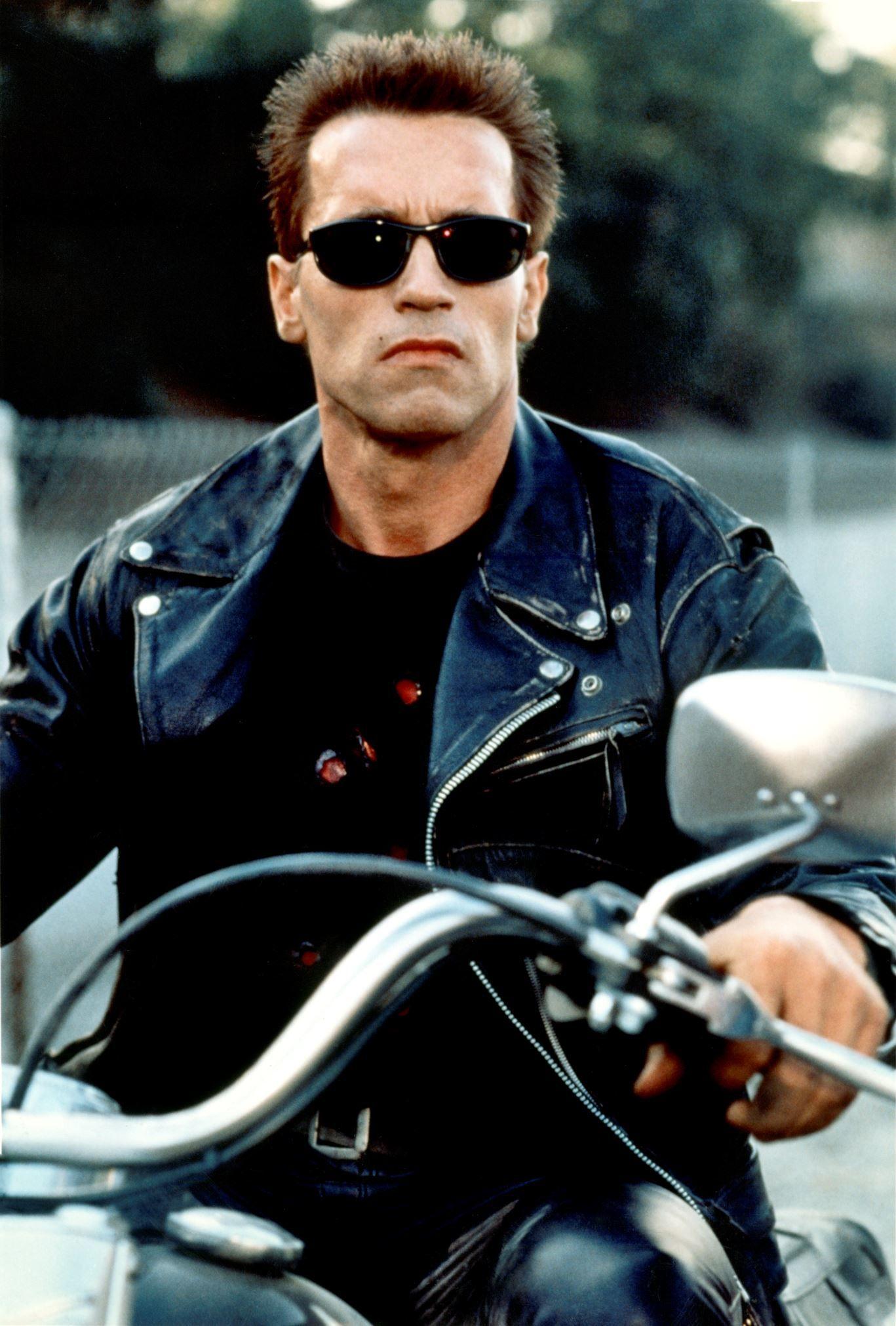 Arnold Schwarzenegger concluiu sua graduação em marketing internacional e administração por correspondência