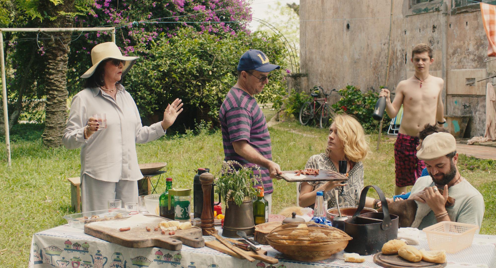 Domingo, da professora Clara Linhart, estreia nos cinemas